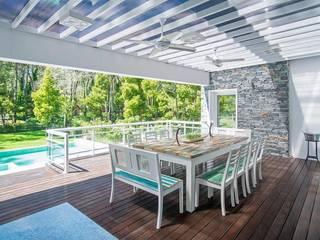 Cariló: Jardines de estilo moderno por Estudio Sespede Arquitectos
