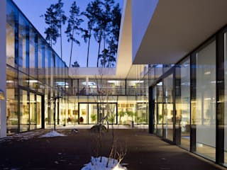 Villa Julia Kiev: Case in stile in stile Moderno di MG International