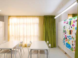 Ousar Crescer Escolas modernas por TERNULLOMELO Architects Moderno