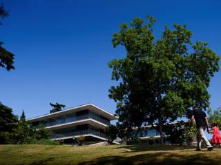 Casas de Paço de Arcos: Casas  por Atelier Central Arquitectos