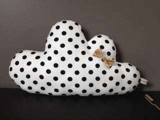 Coussin nuage, blanc pois noirs par Du bruit dans l'atelier Classique
