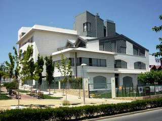 CASA RAÚL Casas de estilo moderno de DELSO ARQUITECTOS Moderno