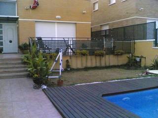 Jardines de estilo moderno de CIERRES METALICOS AVILA, S.L. Moderno