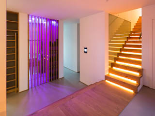 schulz.rooms Modern Corridor, Hallway and Staircase