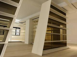 Loft Joan d'Austria: Salones de estilo  de ESTUDIO DE CREACIÓN JOSEP CANO, S.L.,