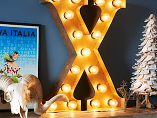 Hollywood Vintage lettered lights in rusted steel.: industrial Living room by brush64