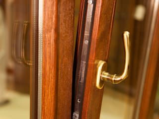 Finestre & Porte in stile  di Conely