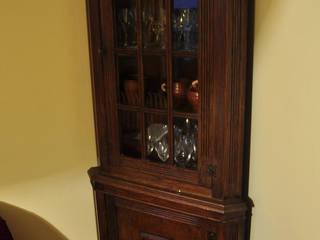 Meble rustykalne, drewniane rzeżbione ręcznie - do salonu: styl , w kategorii  zaprojektowany przez Zakład Stolarski Robert Latawiec