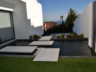 Villa Alcaidesa P.10 Benjumea Arquitectos Jardines de estilo moderno