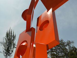 JUAN VICENTE URBIETA Minimalistische Häuser Eisen/Stahl Orange