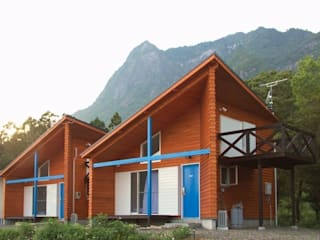 VillaHeureux 丘の上の小さな宿: 太田則宏建築事務所が手掛けたホテルです。,モダン