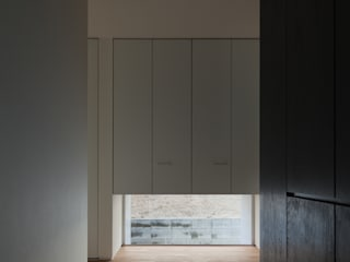 ALLEY HOUSE: 吉田慎二/建築・計画ワイズスタジオが手掛けた窓です。
