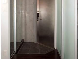 目黒の家/エントランスホール: アトリエ・ノブリル一級建築士事務所が手掛けた廊下 & 玄関です。