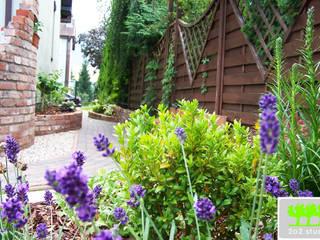 ogród z murkami ceglanymi od 2o2 studio Śródziemnomorski