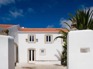Casa em Torres Vedras: Casas  por Atelier Central Arquitectos