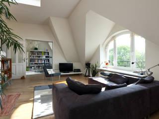 Zinshaus in Eppendorf Moderne Wohnzimmer von Andreas Edye Architekten Modern