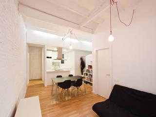 Cocina abierta a salón-comedor: Cocinas de estilo moderno de Dolmen Serveis i Projectes SL