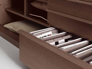 Novamobili begehbarer Kleiderschrank:  Ankleidezimmer von Livarea