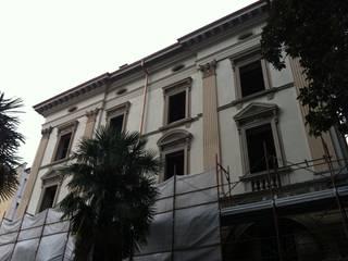 Restauro edificio storico: Case in stile  di Fratus Restauri Srl
