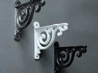 Cast Iron Shelf Brackets di Yester Home Rustico