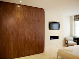 Coleherne Court SW10:  Bedroom by CasaNora, Classic