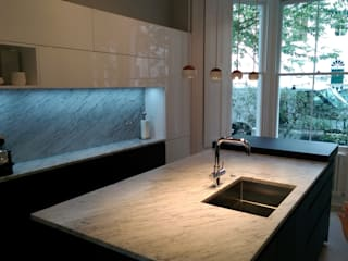 Kitchen Kensington W8:  Kitchen by CasaNora, Classic