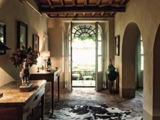 غرفة المعيشة تنفيذ Studio Mazzei Architetti, كلاسيكي