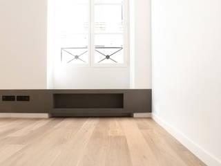 Apartment H 16 Salon minimaliste par Deux et un Minimaliste