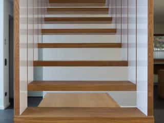 Hängende Treppe:  Flur & Diele von Byrnström Möbelbau