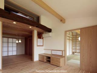 紡ぐ家 ~3世代の住まい~ 和風デザインの リビング の 山道勉建築 和風 木 木目調