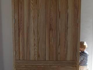 Ash Wardrobe: minimalist  by Hout Design, Minimalist