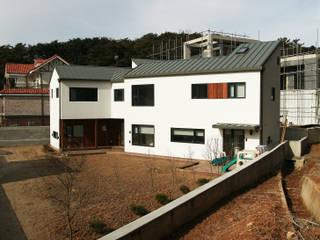 은하수가 (Eunhasoo House): 삼간일목 (Samganilmok)의  주택,모던