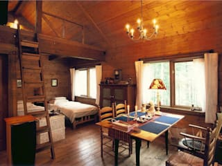 Small Cottage at Mt.Yatsugatake, Japan Wiejski salon od Cottage Style / コテージスタイル Wiejski