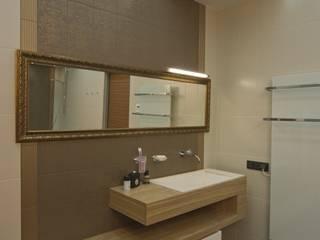 Квартира 84 кв.м: Ванные комнаты в . Автор – DECORA