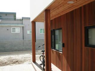 Balcon, Veranda & Terrasse modernes par 삼간일목 (Samganilmok) Moderne