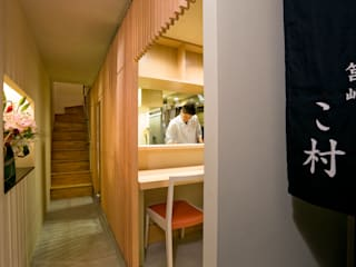 筥崎こ村: 株式会社 斎藤政雄建築事務所が手掛けた廊下 & 玄関です。,オリジナル