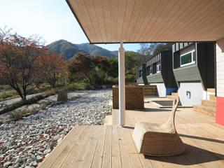 Balcones y terrazas modernos de 주택설계전문 디자인그룹 홈스타일토토 Moderno
