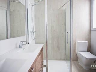 Baño reforma vivienda Ruzafa: Baños de estilo  de MDF CONSTRUCCION