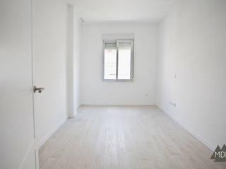 Dormitorio reforma vivienda Ruzafa (Valencia): Salones de estilo  de MDF CONSTRUCCION