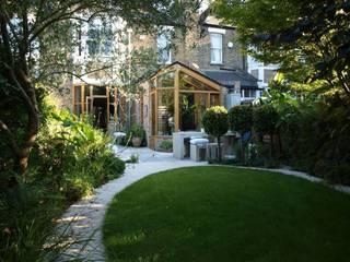 Blackheath London Townhouse:  Garden by Egon Design