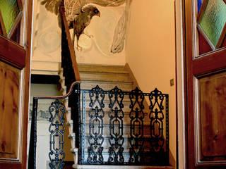 Villa Cinzia: lavoro ultimato Ingresso, Corridoio & Scale in stile coloniale di ELISA POSSENTI ART Coloniale