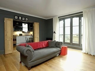Cosy:  Living room by Forster Inc