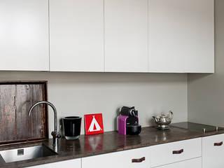 Minimalist kitchen by Gisbert Pöppler Architektur Interieur Minimalist