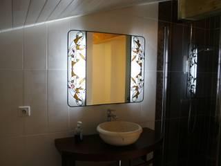 Miroir Salle de Bain lumineux en vitrail Tiffany:  de style  par Lumière et Vitrail