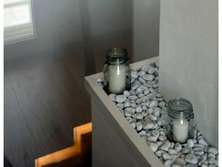 Casa privata Ingresso, Corridoio & Scale in stile minimalista di lollo e dado Minimalista