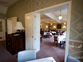Botham's Tea Rooms, Whitby Gastronomia in stile classico di Rachel McLane Ltd Classico