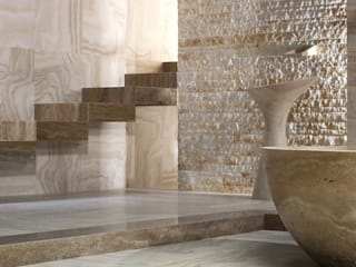 Roman travertine bathroom Caucci Home Ванна кімната