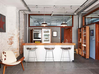 Warehouse Conversion:  Kitchen by Sapphire Spaces