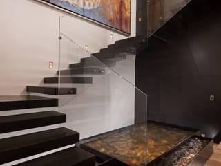 GLR Arquitectos Corredores, halls e escadas modernos