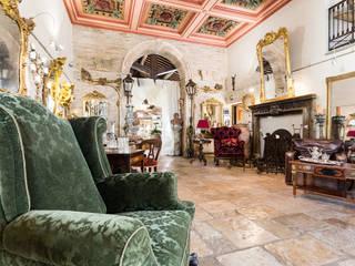 Disimpegno: Negozi & Locali commerciali in stile  di Lacole Casa Italiana